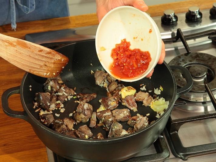 Говядина, тушеная с рисом и овощами - фото шаг 2