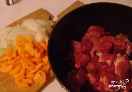 Говядина, тушенная с картофелем в мультиварке - фото шаг 1