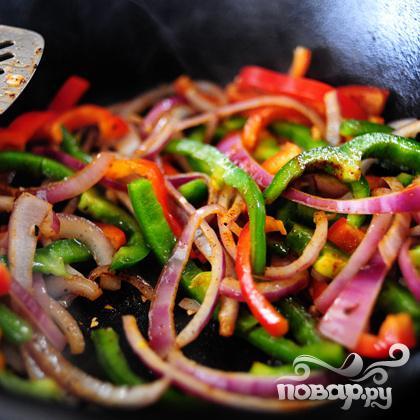 Макароны с курицей и овощами - фото шаг 11