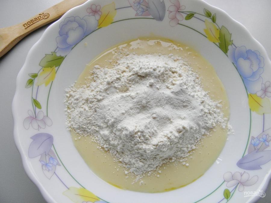 Быстрый торт на сковороде со сгущенкой - фото шаг 3