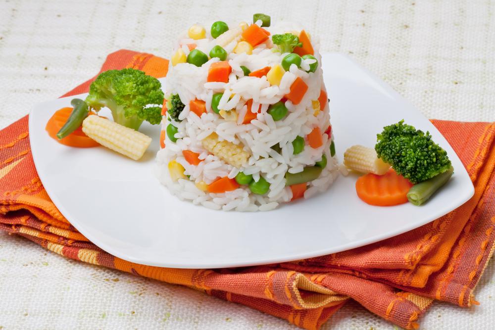 Гарнир из риса и овощей к курице