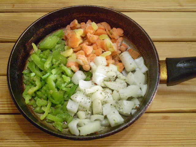 Жареная рыба с овощами - фото шаг 5