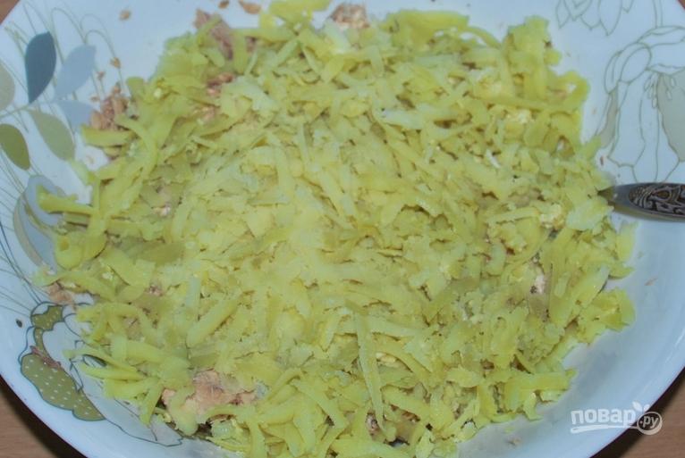 Салат из рыбных консервов с картофелем и яйцом и огурцом рецепт