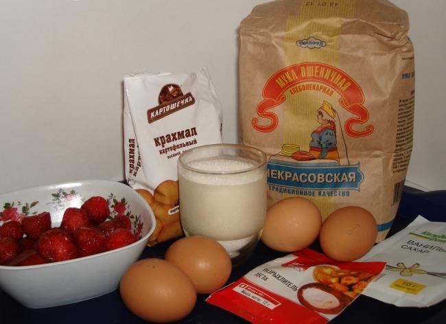 Рецепт Шарлотка с клубникой в мультиварке