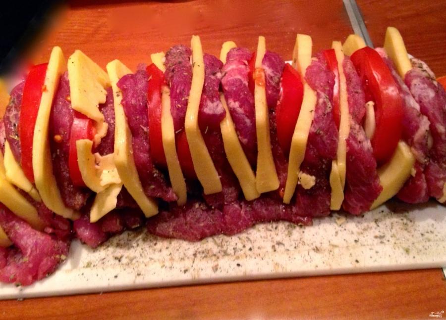 Мясо с сыром и помидорами в духовке - фото шаг 5