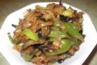 Баклажаны, жаренные с перцем и помидорами
