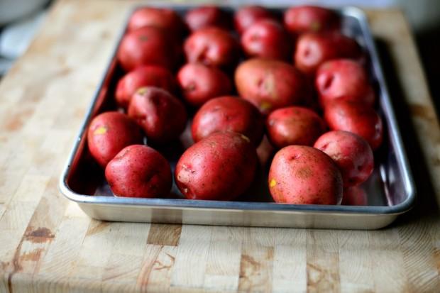 Салат с запеченным картофелем - фото шаг 1
