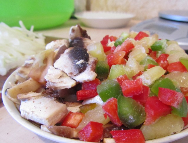 Фунчоза с курицей и грибами   - фото шаг 2