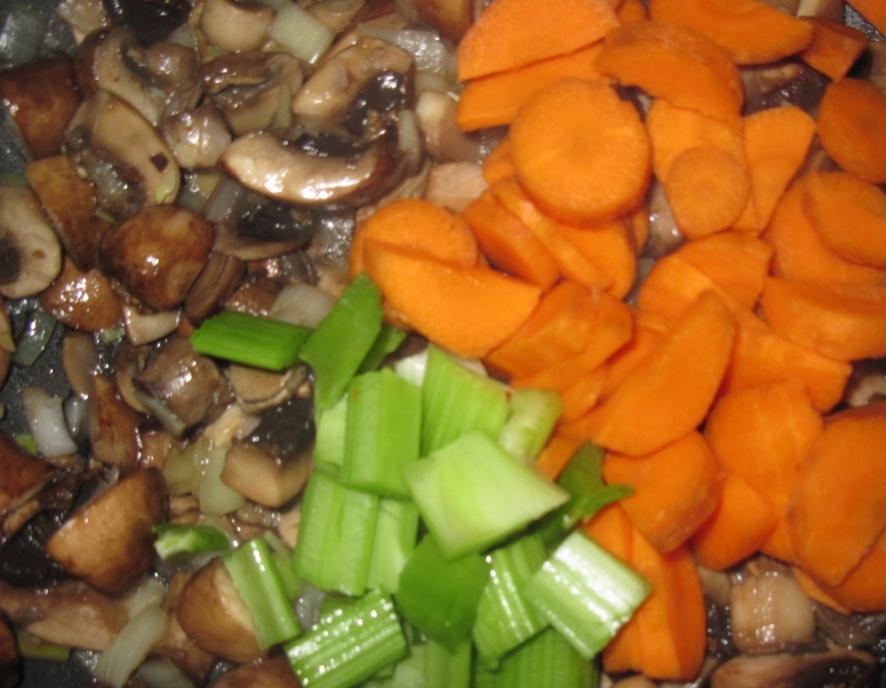 Томатный суп с грибами - фото шаг 2