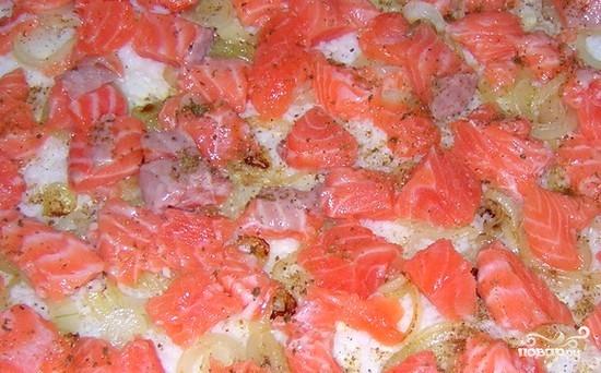 Пирог с семгой из слоеного теста - фото шаг 3