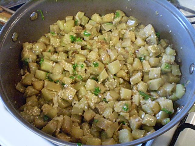 Жареные баклажаны с чесноком и зеленью - фото шаг 7