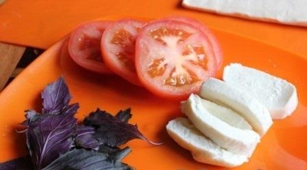 Рецепт Пирожки с помидорами и базиликом