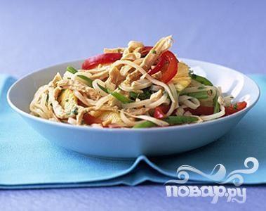 Рецепт Азиатская лапша с курицей и ананасом