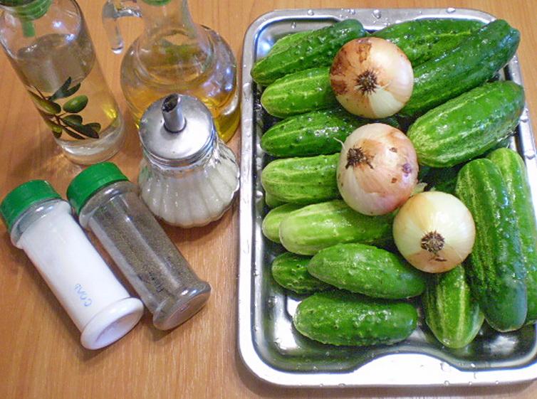 Закатка огурцов с луком - фото шаг 1