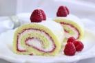 Рулет бисквитный с ягодами