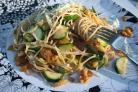 Спагетти с цуккини, грецкими орехами и изюмом