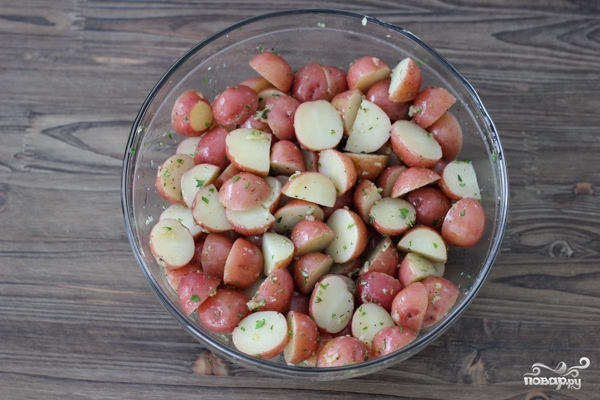 Картофель, запеченный с травами - фото шаг 5