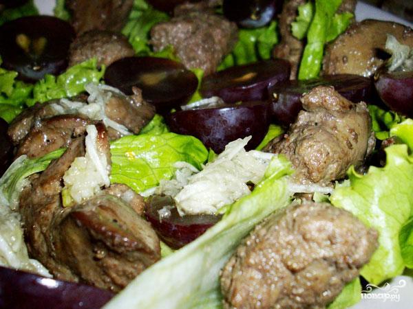 Салат с виноградом и куриной печенью - фото шаг 5