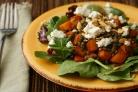 Салат с чечевицей, сквошем и козьим сыром