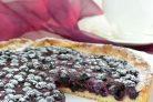 Пирог из песочного теста с замороженными ягодами