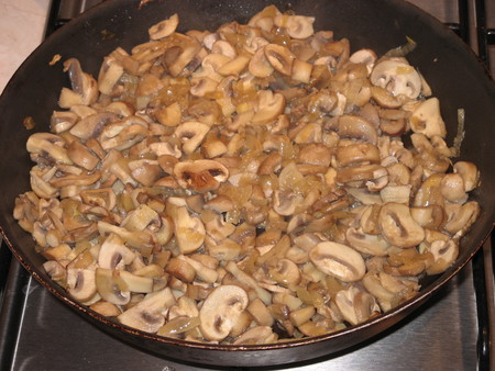 Пирог с грибами и мясом - фото шаг 8