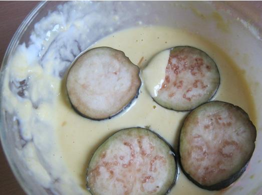 Баклажаны в кляре с чесноком - фото шаг 2