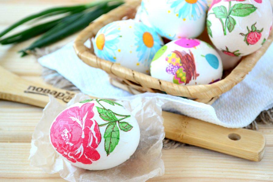 Пасхальные яйца, украшенные цветами