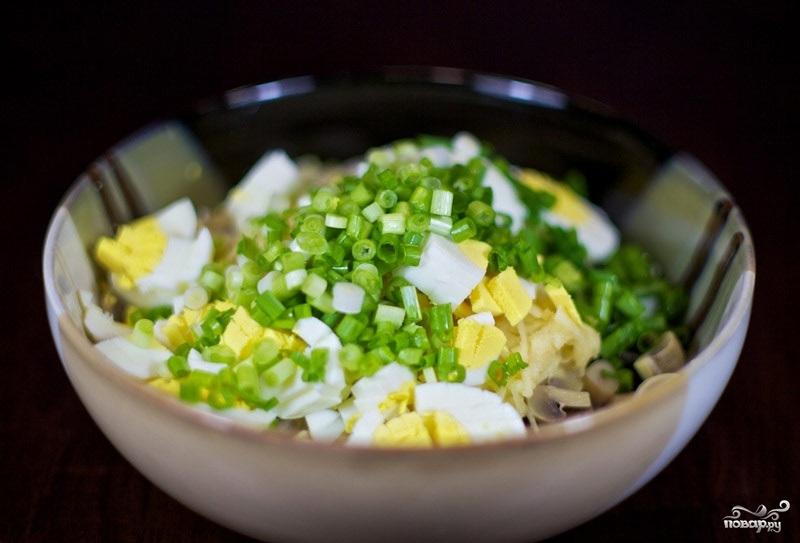 Салат с грибами и крабовыми палочками - фото шаг 5