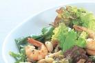 Салат с креветками и фасолью