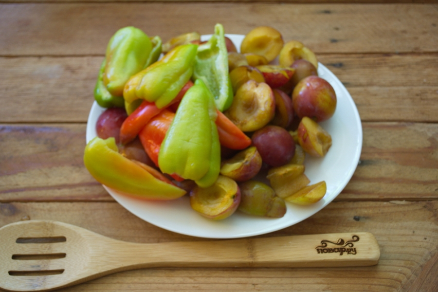 Рецепт Аджика со сливами и помидорами