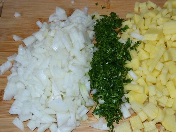 Треугольники с курицей и картошкой - фото шаг 1