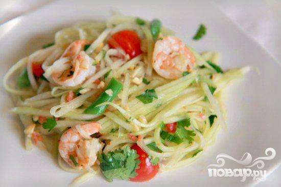 Тайский салат из папайи и креветок