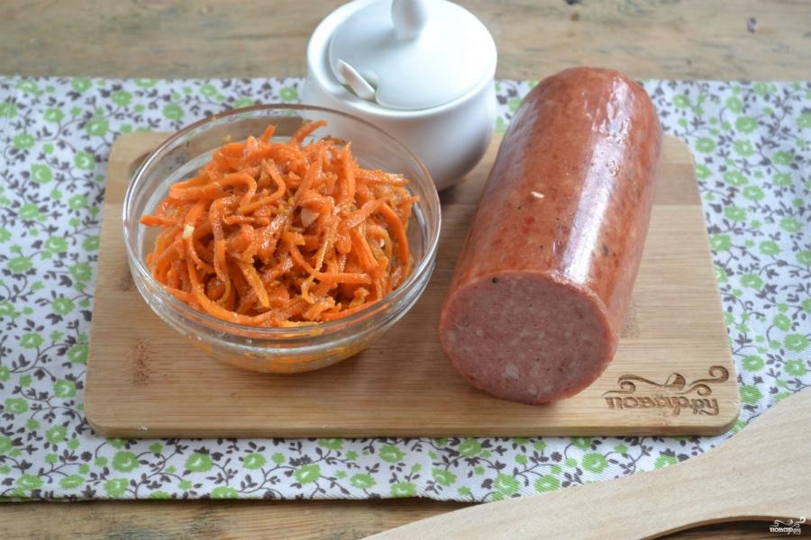 Салат с морковкой и колбасой - фото шаг 1