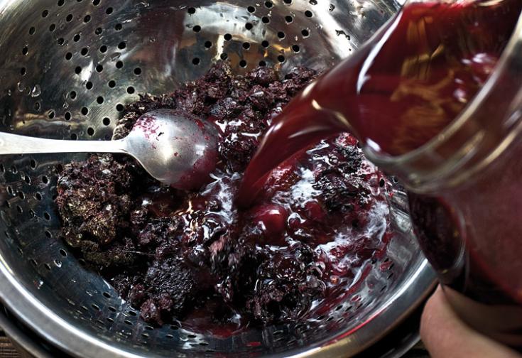 Черничное вино - фото шаг 7