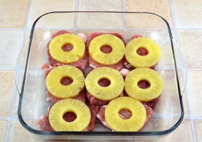 Свинина с ананасами и сыром - фото шаг 3