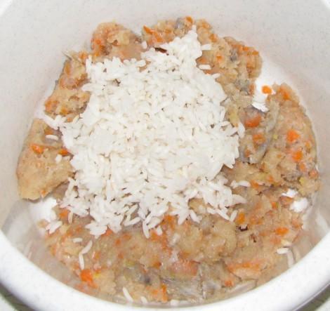 Рыбные тефтели в томатном соусе - фото шаг 2