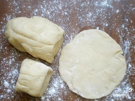 Пирожки с вареной сгущенкой - фото шаг 2