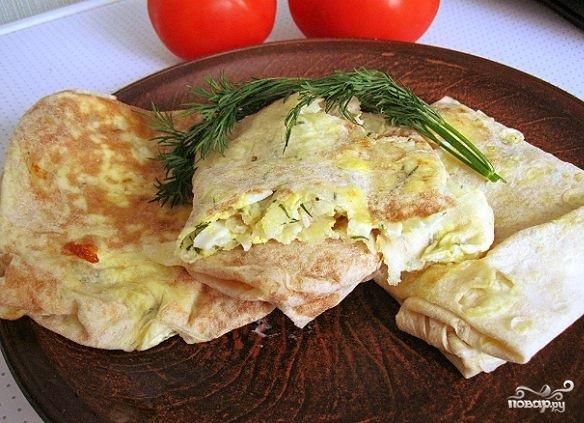 Лаваш с сыром, яйцом и зеленью