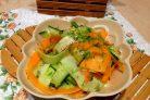 Салат из стеблей брокколи, моркови и огурца