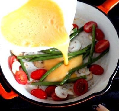 Омлет с фасолью стручковой - фото шаг 5