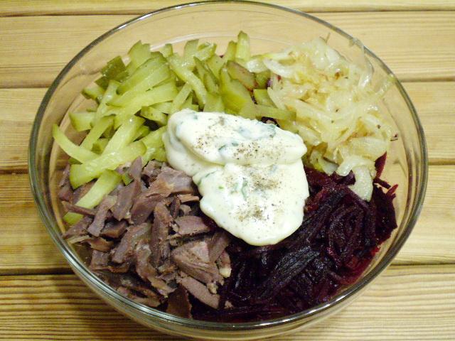 Салат свекольный с сердечками и желудками - фото шаг 7