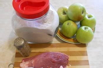 Мясо с яблоками в духовке - фото шаг 1