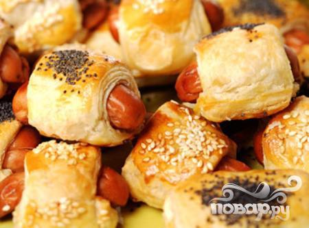 Рецепт Сосиски в тесте с сыром и луком
