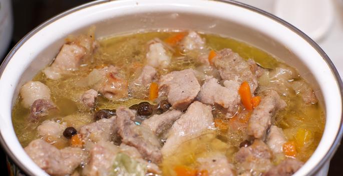 Тушеная свинина с овощами на сковороде - фото шаг 4