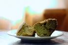 Кекс с бразильским орехом, вареньем и шоколадом