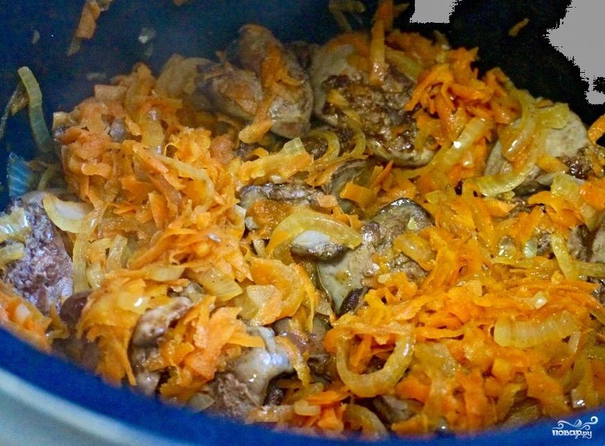 Куриная печень в сметанном соусе - фото шаг 7
