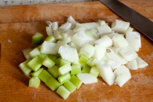 Тушеные свиные ребрышки с картошкой - фото шаг 3