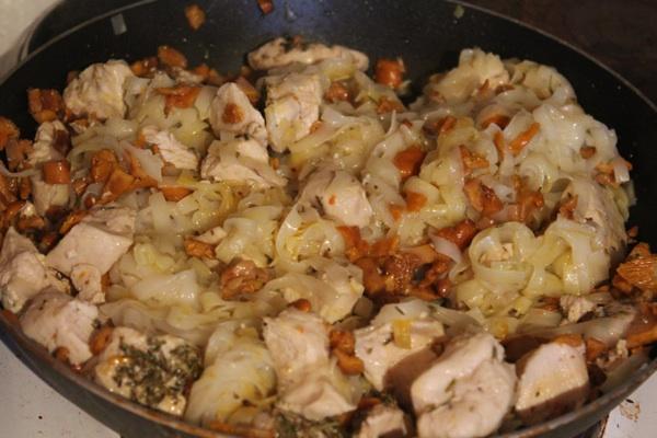 Суп с лисичками и курицей - фото шаг 3