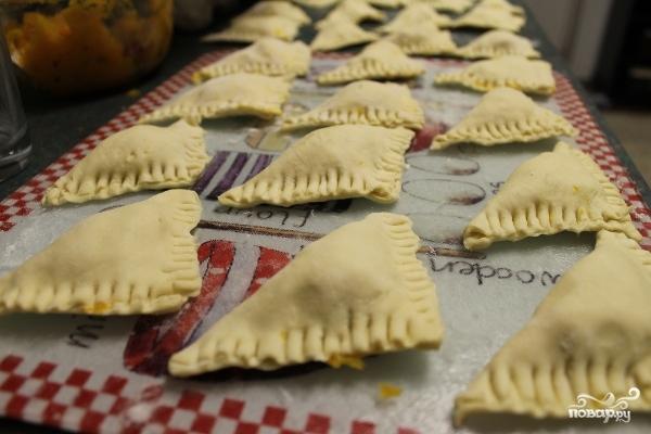 Слоеные пироги с брынзой - фото шаг 3