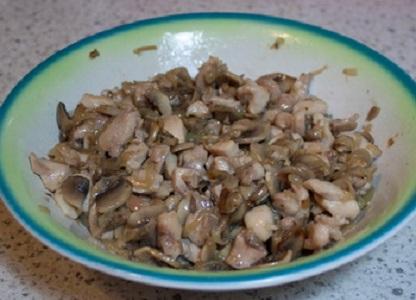 Пирожки с курицей и грибами - фото шаг 5